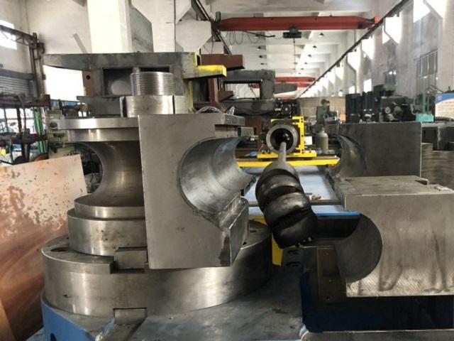 大型液壓彎管機自動彎曲過程中的安全預防措施