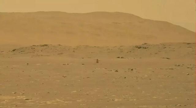 美國無人直升機機智號完成火星表面首飛